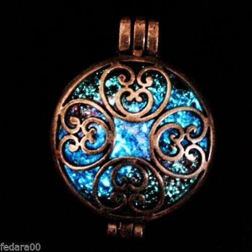 Steampunk-Antique-Bronze-Galaxy-Nebula-Glow-In-The-Dark-Silhouette-Pendant