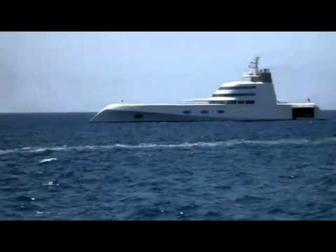 Butterfly Residential Marbella in focus: Super Yacht in Puerto Banus