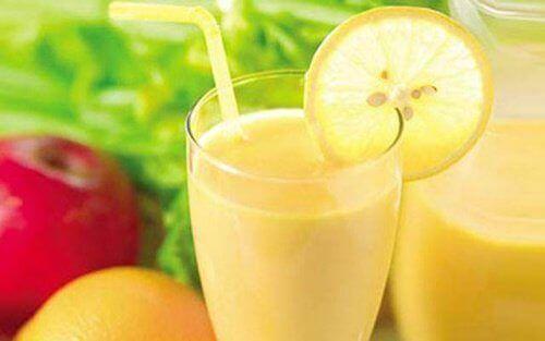 smoothie voor gewichtsverlies: groene appel + sap 1 citroen + sap 1 grapefruit + 200 ml water: ochtend of na avondeten.