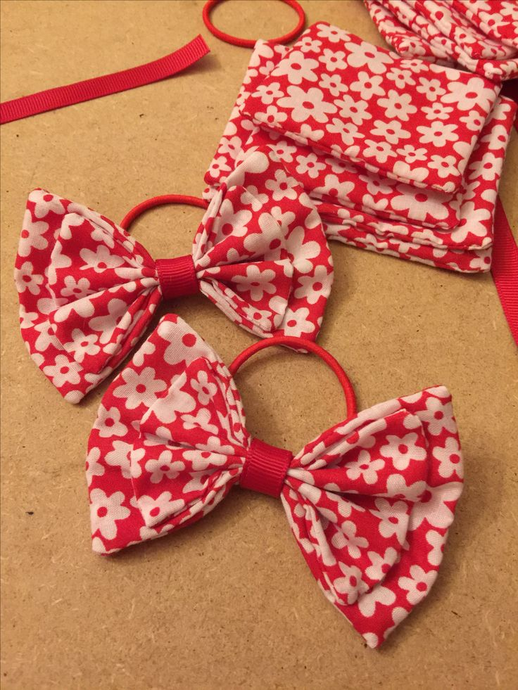Gorgeous red and white floral fabric hair bows on thin bobbles, hair bows for girls, bobbles, dreambows, handmade hair accessories from www.dreambows.co.uk