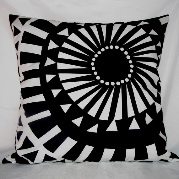 I have such a weakness for black and white pillows!!!!!!! And especially if they are sewn from Marimekko fabric! (etsy seller StillLifeHome)