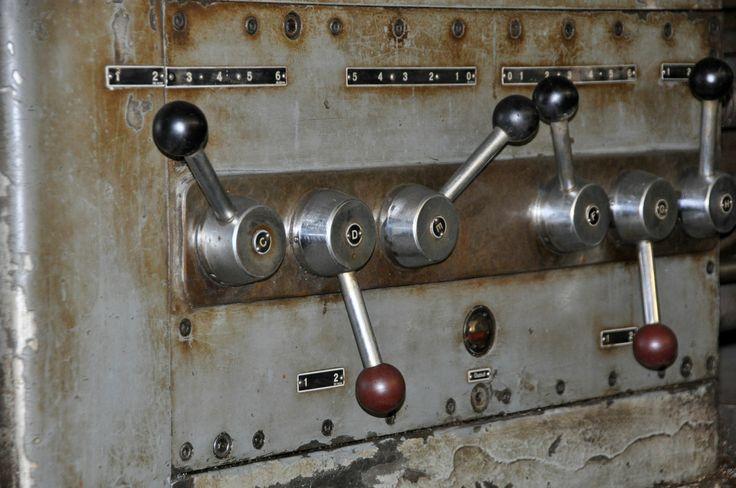 Werkzeugmaschinen zu verkaufen gebrauchte Drehbank Meuser mit Zubehör die Bilder zeigen eine DRehmaschine von Meuser Maschinenbau . Die Länge des Maschinenbett ist ca. 6850mm die Spitzenweite ca. 6000 mm.   Weitere Werkzeugmaschinen finden Sie hier. http://www.asa24.com