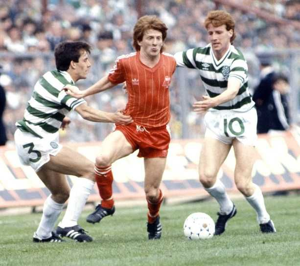 Aberdeen 2 Celtic 1 In May 1984 At Hampden Park Gordon Strachan Finds Himself Penned In At The Scottish Cup Final Cup Final Hampden Park Fa Cup