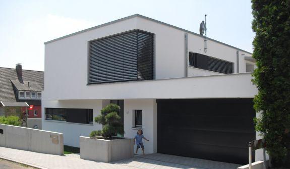 Bild 3 einfamilienhaus in zirndorf architektur for Flachdachhaus mit garage