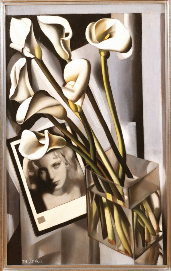 À la Pinacothèque de Paris : Tamara de Lempicka, Arlette Boucard aux arums, 1931, Huile sur bois 91 x 55,5 cm | Collection privée © Tamara Art Heritage / Licensed by Museum Masters International NYC / ADAGP, Paris 2013