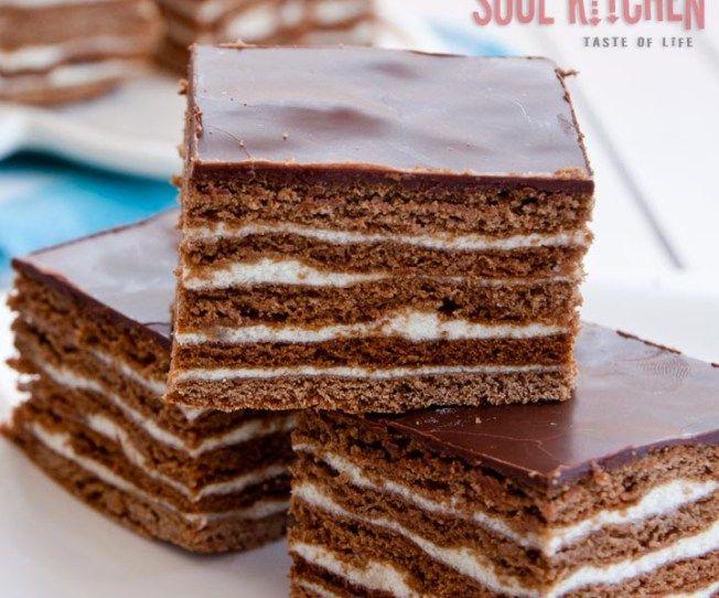 Μπισκοτογλυκο με nutella με πεντε μονο υλικα!Λαχταριστο πανευκολο και δροσερο γλυκακι~        Τι χρειαζόμαστε:  2 πακέτα μπισκότα πτιμπέρ  800 ml κρέμα γάλακτος  200 γραμμάρια κουβερτούρα  400 γραμμάρια Nutella  1 ποτήρι γάλα κρύο  Πώς το κάνουμε:  Τοποθετούμε το βάζο της Nutella σε ζεστό μέρος για