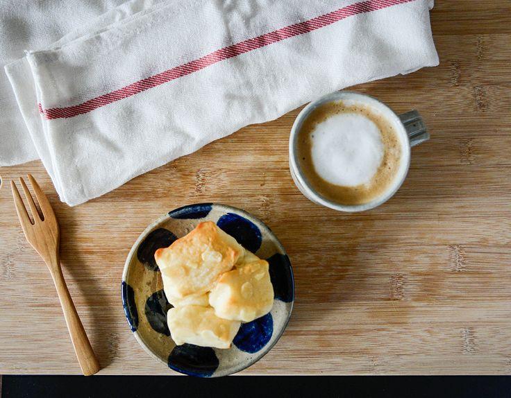 乾淨麵包加上咖啡牛奶