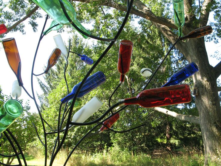 Not all bottle trees look good, but this looks very natural and I like the colors.