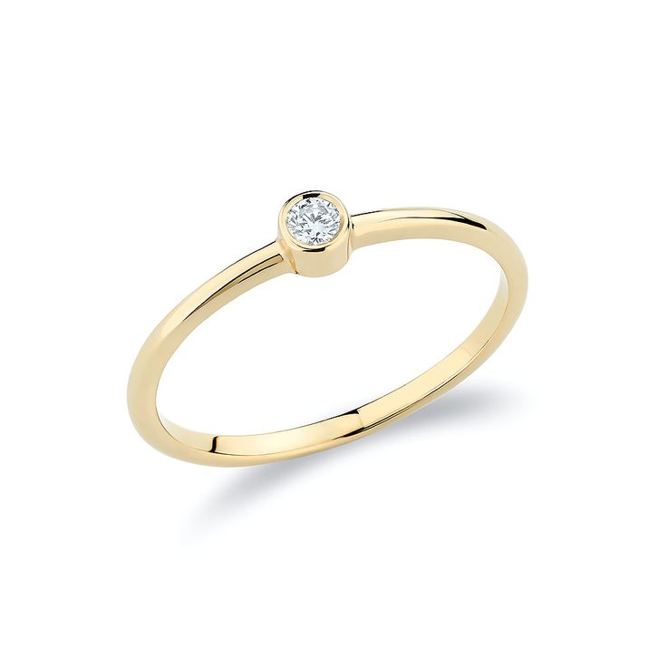 Stacking solitaire ring set with one diamond in 18K gold.