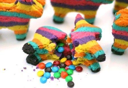 Pinata koekjes! Leuke traktatie met extra verrassing. Nu de uitdaging zoiets te bedenken zonder kleurstoffen, suiker enz. Is te doen lijkt me....