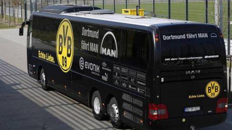 Un autocar al echipei de fotbal Borussia Dortmund, ţinta unei EXPLOZII. Un jucător A FOST RĂNIT