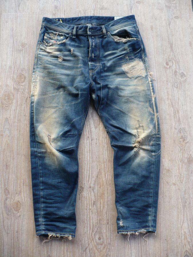 Love the worn out and distress jeans!