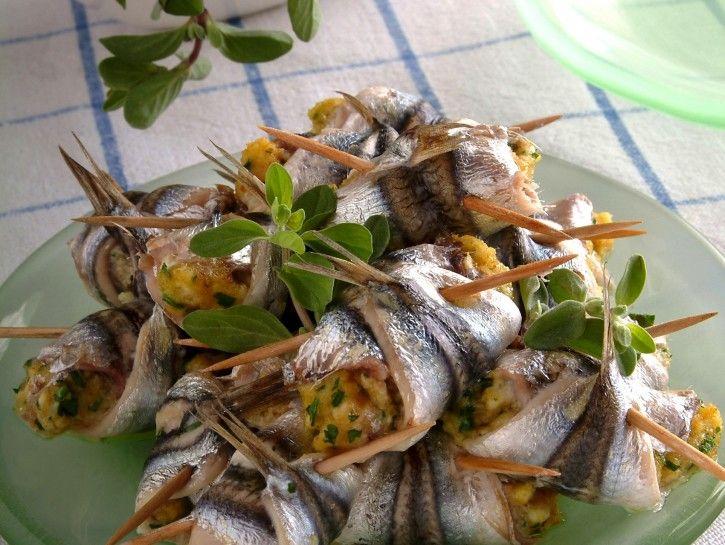 Involtinii acciughe fresche aromatici pesce azzurro, abbinamento vini erbe aromatiche fiocchi di latte uova aglio oilio extravergine d'oliva ricette