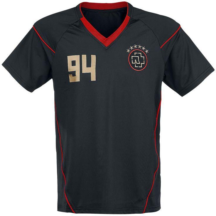 """Classica T-Shirt uomo """"Fussballtrikot"""" dei #Rammstein con scollo a V, logo applicato sul petto, ampia stampa su fronte e retro e dettagli rossi."""