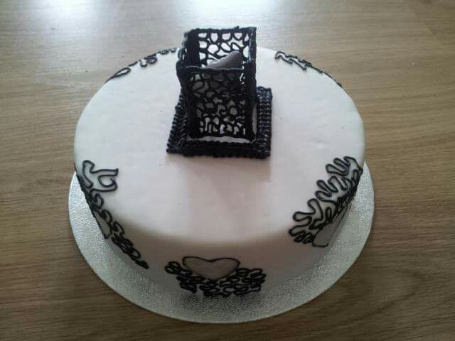Black and white, Love in a box cake