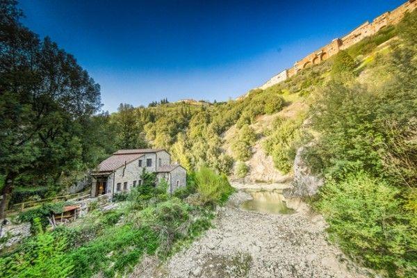 Unique property in a gorge #Umbria