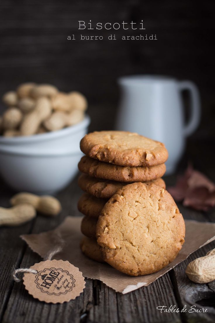 I biscotti al burro di arachidi sono deliziosi, fragranti, molto profumati e buonissimi. Esattamente come le arachidi, non si riesce a smettere di mangiarli