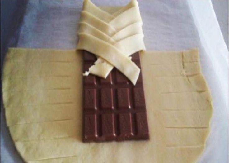 Einfach eine Tafel Schokolade in einen Blätterteig wickeln und staunen. Du wirst…