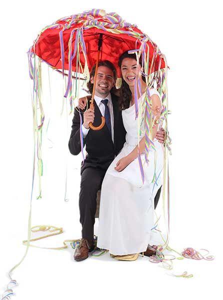 Regenschirmtanz - Utensilien hier kaufen! Ein schöner Hochzeitsbrauch, ein beliebtes Hochzeitsspiel. Hier erhalten Sie ein komplettes Set.