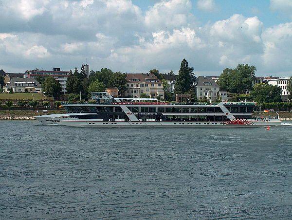 Rheinschiff vor dem BN-Beueler Ufer