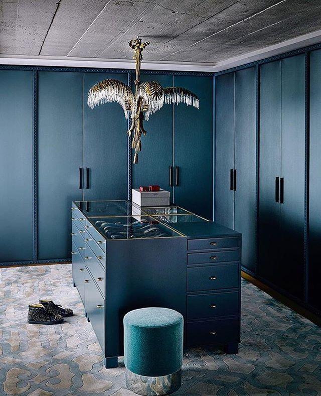 Crushing on this blue velvet @consortdesign #closet #interiordesign