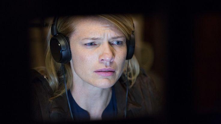 Kathleen Rose Perkins (Jennifer McMahon) stars in Season 2, Episode 4 of Colony.