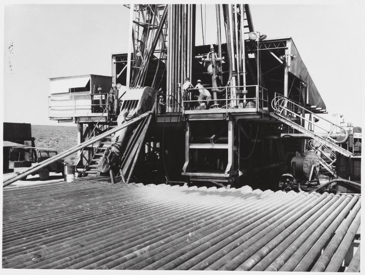 3239B/1: Rough Range No.1 well the day oil discovery was officially announced, 1953. https://encore.slwa.wa.gov.au/iii/encore/record/C__Rb1960217