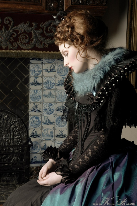 Elizabethan-inspired gown. www.Viona-Art.com If you don't know this site, you're missing out!