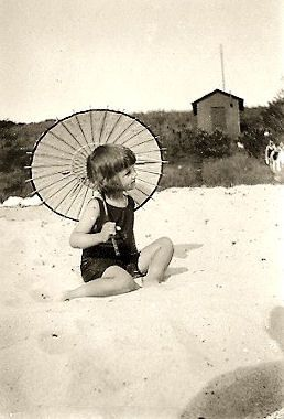 vintage beach- Reminds me of my eldest daughter when she was a little Vintage Doll! My Rockababy!