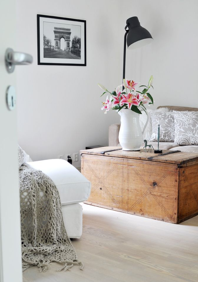 by bratte bakka: Design Inspiration, Crochet Blankets, Vintage Lamps, Coffee Tables, Norwegian Living, Living Rooms, Norwegian Design, White Interiors, Decor Blog