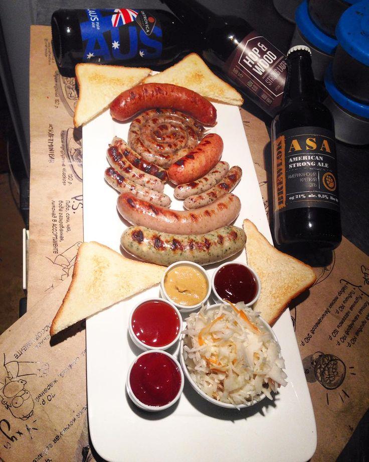 НАШ СЕТ КОЛБАСОК! 990 руб стоит наш фирменный сет колбасок гриль - это на 20% дешевле чем брать по одному виду! В него входит 6 видов Немецких колбасок: - баварская улитка (свинина) - гурмэ с пармезаном и шпинатом (свинина) - Европейская (говядина) - мексиканская со специями ( говядина) - баварская мини (свинина) Самое то под #крафтовоепиво приходите пробовать)) #грильменю #колбаскигриль #немецкиеколбаски #craftminibar #воеводина6 #плотинка #екатеринбург @craftminibar .
