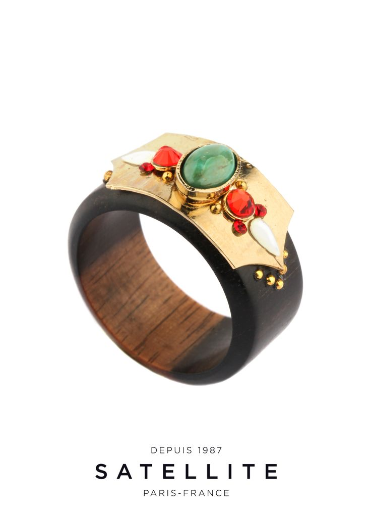 Back to essentials with this golden metal and wood satellite ring. The beads and strass give it a fun and feminine touch. #bijoux #bague #ring #jewelry buy it here : http://en.satelliteparis-boutique.com/catalog/product/view/simple/7872/id/8480/s/bague-yoona/category/133/?simple=7872