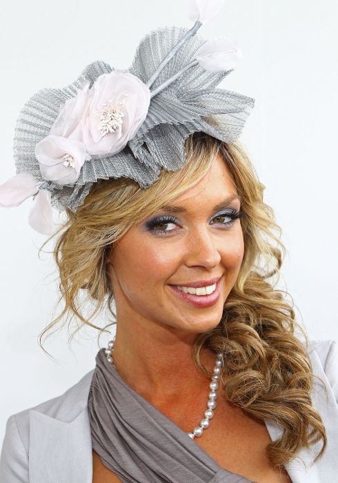 Best 20+ Fascinator Hairstyles Ideas On Pinterest | Bridal Hair Half Up Long Bridal Hair And ...