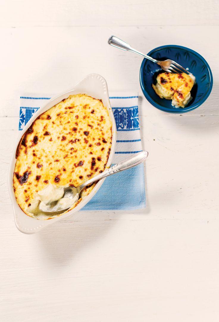 Palmito pupunha gratinado com parmesão | Receita Panelinha: Receitinha boa pra servir numa noite fria, principalmente se tiver vegetariano na mesa. Parmesão + forno quente: acompanhamento perfeito de um cardápio elegante.