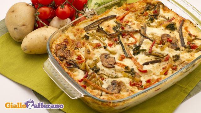 Le lasagne vegetariane (veggie lasagne) sono un primo piatto  preparato solo con verdure, dal sapore ricco che ben si presta ad essere servito anche come piatto unico. #ricetta #GialloZafferano #vegetariani