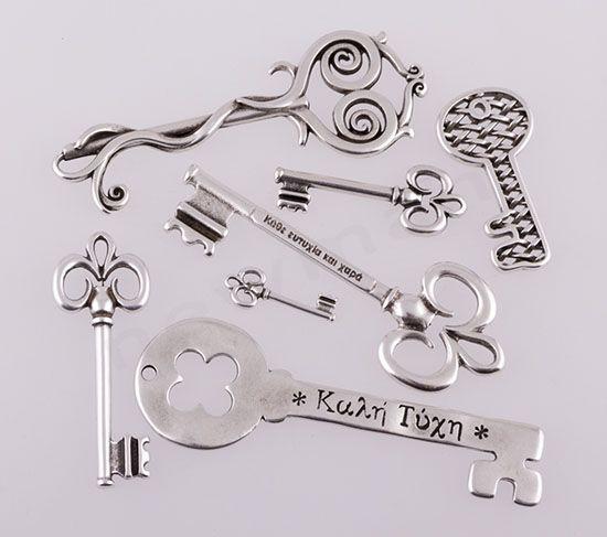Κλειδιά ασημί μεταλλικά κρεμαστά | bombonieres.com.gr