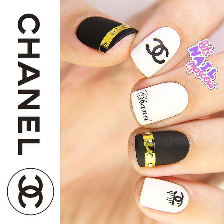 #nails #nailart #beautifulnails #funnails #ногти #маникюр #красивыеногти #Chanelnails #fashionnails  Для меня Chanel - это классика это черный и белый это их идеальный логотип.  Но в последнее время #КарлЛагерфельд явно добавляет бренду рока и молодежности - стилизация показа под супермаркет; клепки и цепи как дополнения к строгим дизайнам; все тот же твид но более расслабленные фасоны. Это мой шанельманикюр  Продолжение скоро...