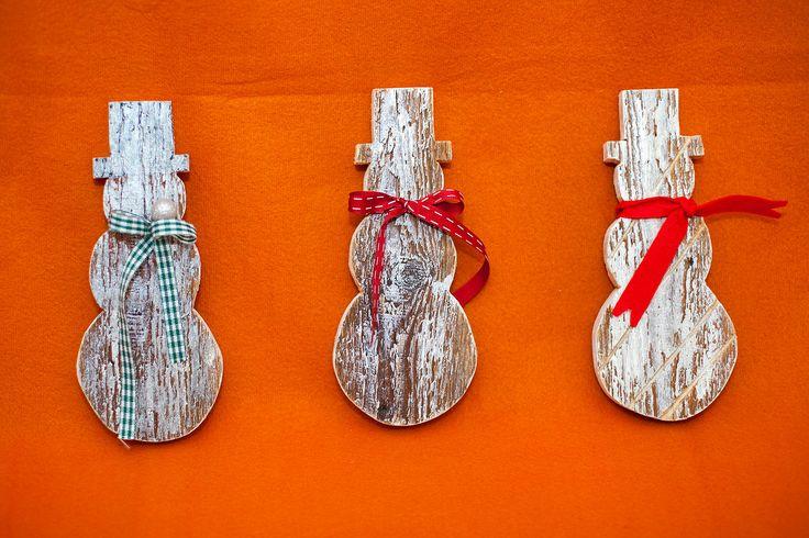 Om de zapada. Lemn vechi, recuperat din amenajare, fetru,panglici, agatatoare, lac transparent si reteta proprie de vopsea. Inaltime: 21 cm. Pret: 20 lei. Idea, handpainted, handmade, wood, wood crafts, reclaimed, diy, decor, diyromania, shabby chic, Christmas, decorations.