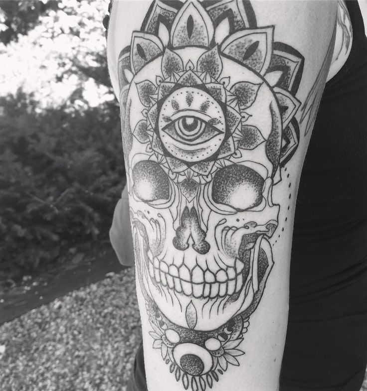 "87 Likes, 1 Comments - Alex Gregory (@alexgregoryart) on Instagram: ""Fun one yesterday #skull #mandala #geometry #linework #dotwork #linesanddots #thirdeye #tattoo…"""