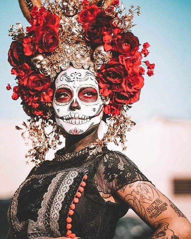 "BWG Travel Tips. Have you heard of Día de Muertos? 2019 - la catrinaBWG Travel Tips. Have you heard of Día de Muertos? This translates to ""Day Of The Dead"" a Mexican Holiday to remember and honor deceased loved ones. During this ancient fes Day Of The Dead Artwork, Day Of The Dead Skull, Day Of Dead Makeup, Day Of Dead Costume, Mexico Day Of The Dead, Mexican Holiday, Festivals, Make Up Inspiration, Sugar Skull Makeup"