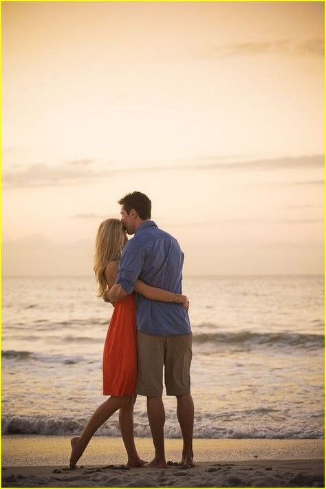 Romantic Beach Engagement Photo Shoot Ideas http://www.ysedusky.com/2017/03/08/romantic-beach-engagement-photo-shoot-ideas/
