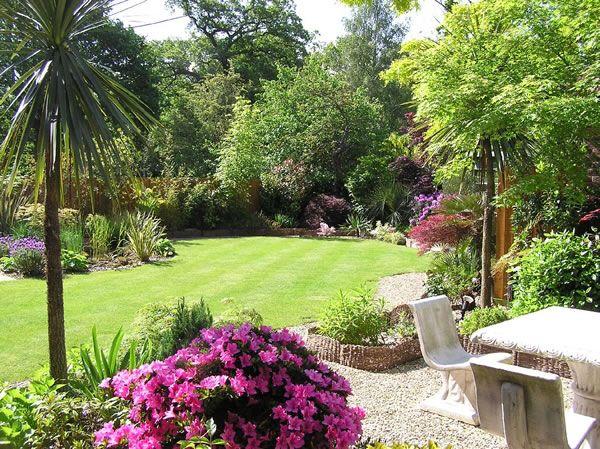 Image from http://www.paramountplants.co.uk/blog/wp-content/uploads/2013/01/mediterranean-garden-600-2.jpg.