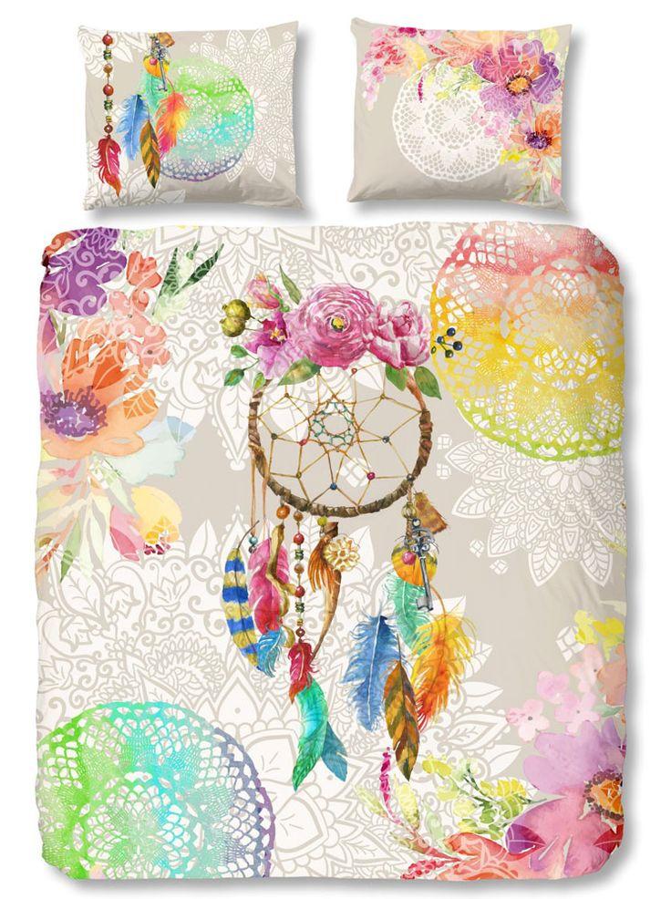 Hip Dekbedovertrek Guillia. Levendig, kleurrijk en stijlvol. Zo omschrijven we HIP dekbedovertrekken. Ieder overtrek heeft een uniek dessin vol aparte patronen en afbeeldingen. HIP is daarom met name geschikt voor de moderne slaapkamer. De overtrekken zijn van luxe satijn of soepel katoen. #hipdekbedovertrek #hip #mandala #rainbow #unicorn #bed #beddengoed #slaapkamer #dekbedovertrek