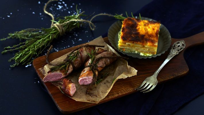 MatPrat - Baconsurret lammefilet med gratinerte rotgrønnsaker