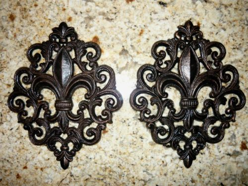 Set-2-Cast-Iron-Fleur-De-Lis-Wall-Plaque-Metal-Art-Old-World-Tuscan-Decor-Cross