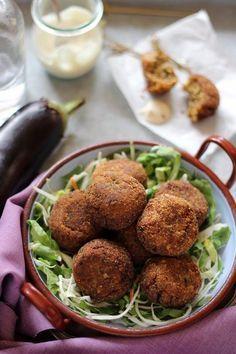 Ismét egy egyszerű, olasz étel : polpetta di melanzana. »HOZZÁVALÓK« - 3 db padlizsán ( kb 70 dkg ) - 1 db tojás - 1 kis...