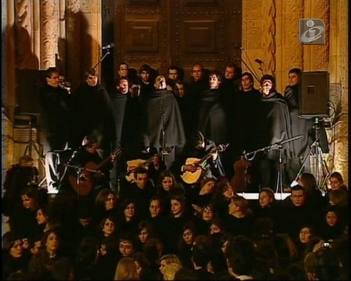 Homenagem a Coimbra num dia especial para a humanidade http://www.publico.pt/cultura/noticia/unesco-classifica-universidade-de-coimbra-como-patrimonio-mundial-1598086#/0