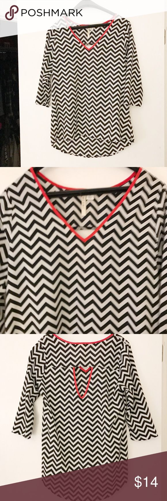 Francesca's Chevron Top size small Francesca's Chevron Top size small Francesca's Collections Tops Blouses