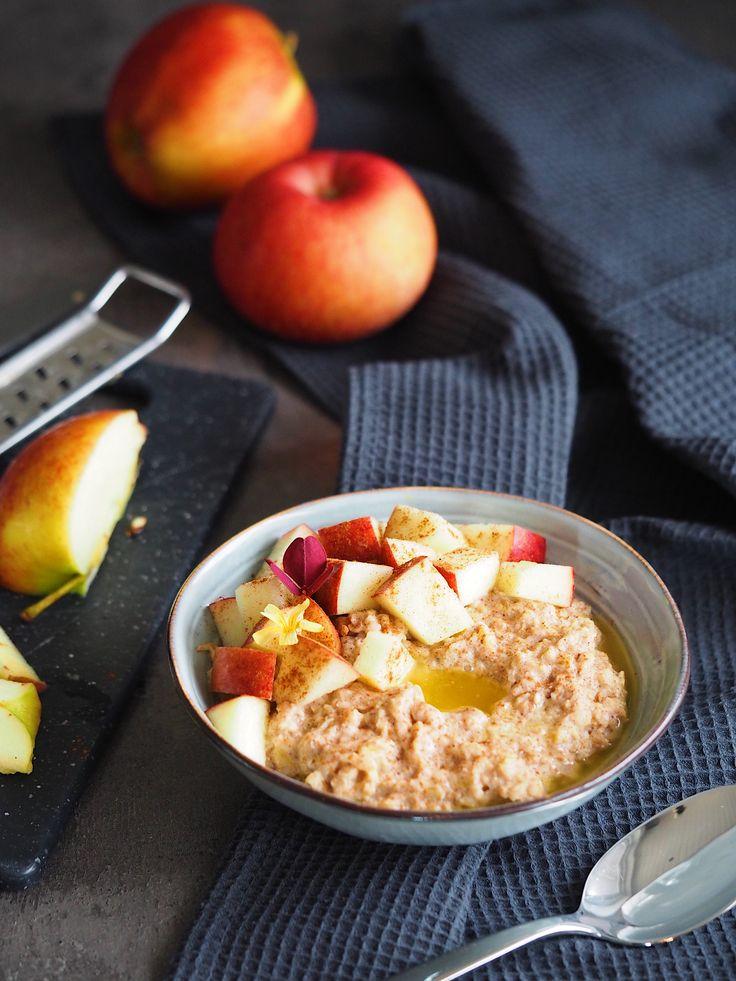 Lækker opskrift på grød med æble og kanel. Det er min yndlings efterårs grød, da den rammer en smag af efteråret rigtig godt. Den er et kæmpe hit her hjemme