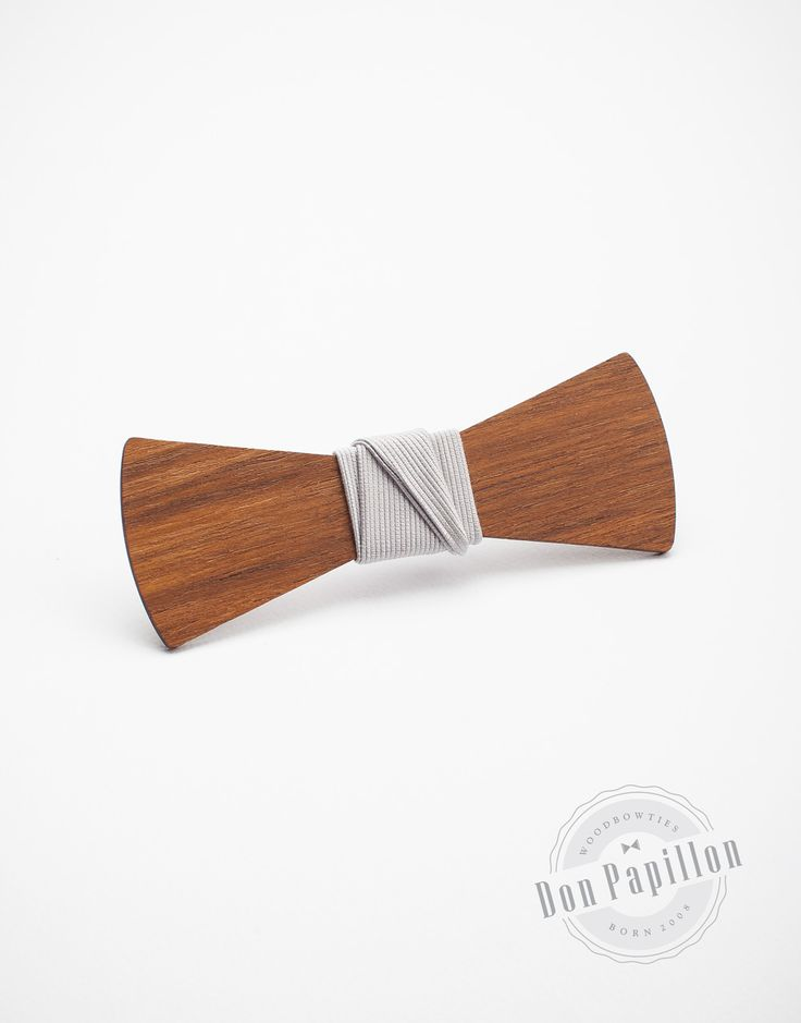 Don Romero is a must-have wooden bow tie for fashionable men. The model is made from Asian teak wood with a grey fabric that make it versatile.